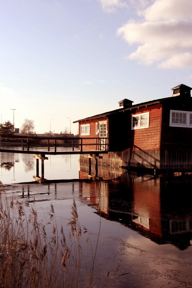 Klapphuset kattrumpan ängö hav Sweden sea shore hut red